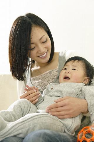 抱っこされないと泣く赤ちゃん