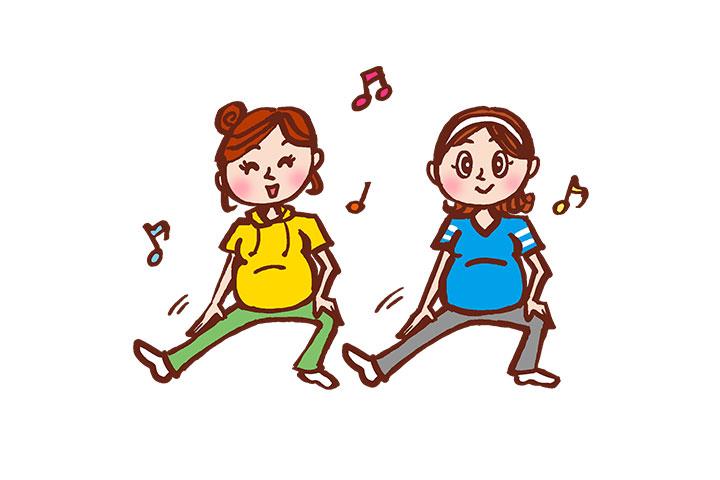運動する妊婦さん